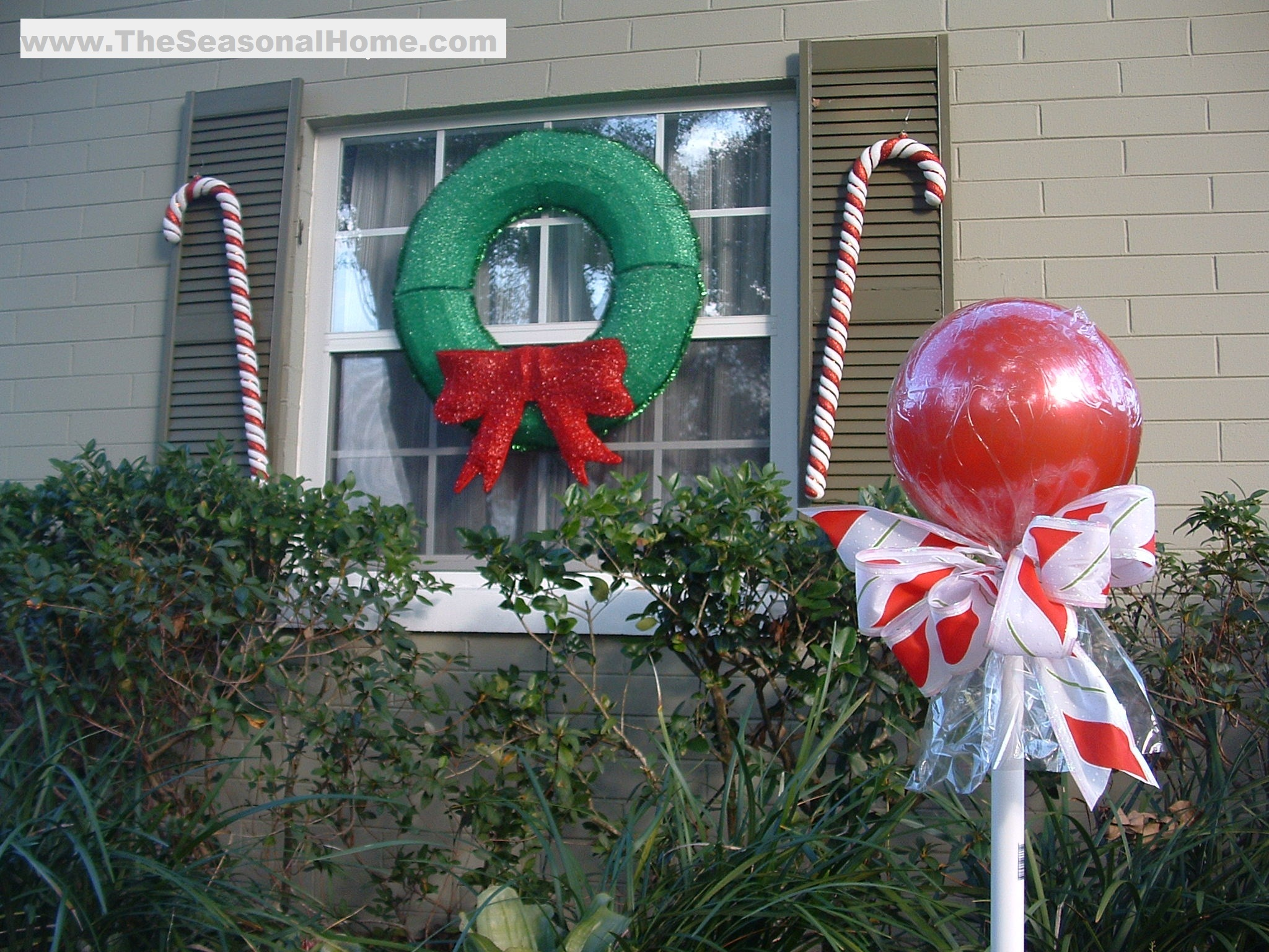 "Outdoor ""CANDY""! A Christmas Decorating Idea « The"
