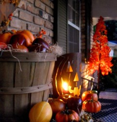Halloween front porch_table and tree