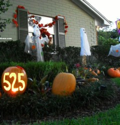 Front Yard with ghosts and address pumpkin_s