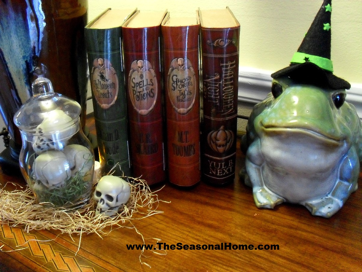 foyer_books_skulls_frog 2_s
