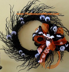 Halloween wreath_ghost2_closeup