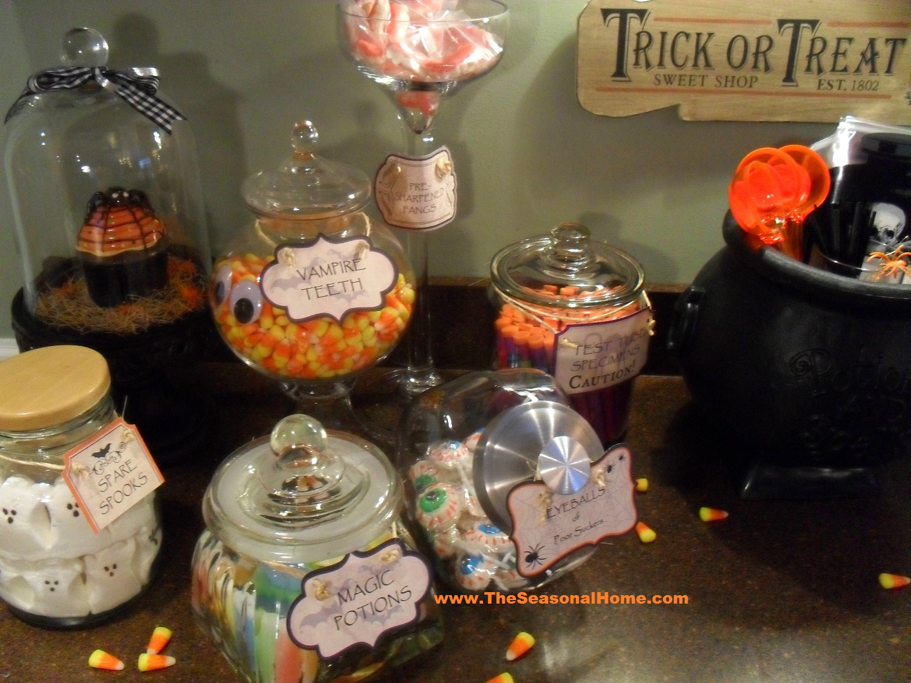 kitchen_candy bar_left_with candy 2_s