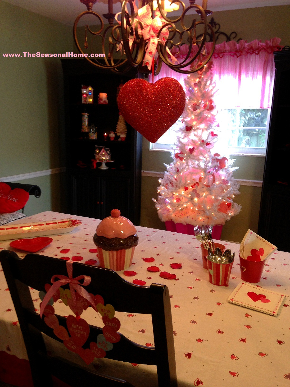 Creative re purposed decorations for valentine s day for Valentine decorations to make at home